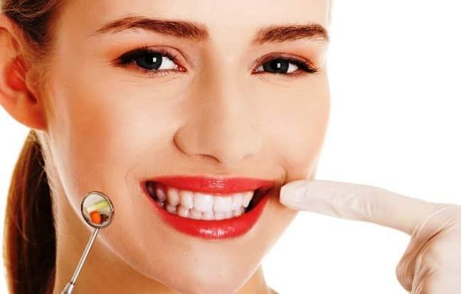 Відбілювання зубів в клініці