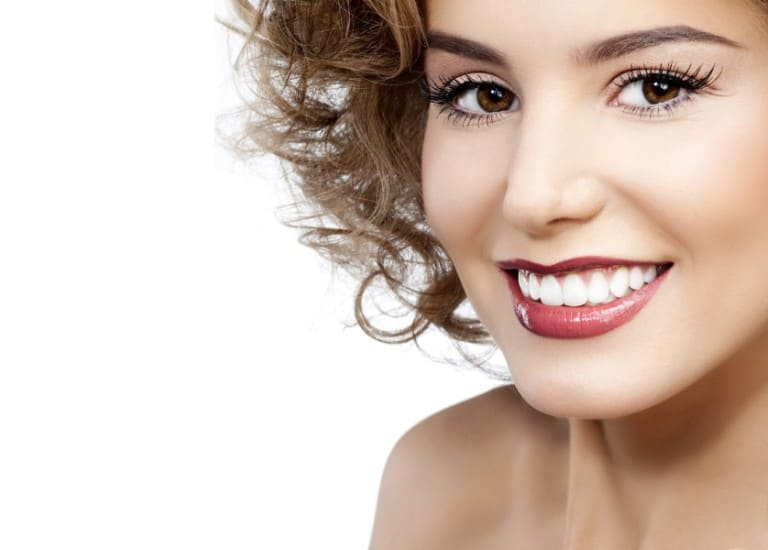 Білосніжна усмішка або як безпечно відбілити зуби