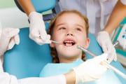 Первые посещения стоматолога для детей и процедуры по уходу за детскими зубами