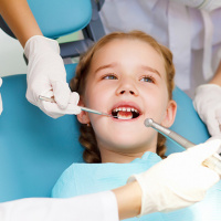 Пломбирование молочных зубов (цветные пломбы)