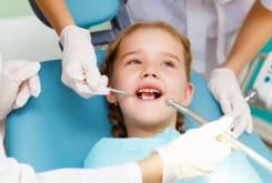 Перші відвідини стоматолога для дітей та процедури по догляду за дитячими зубами