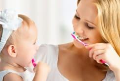 Як доглядати за молочними зубами